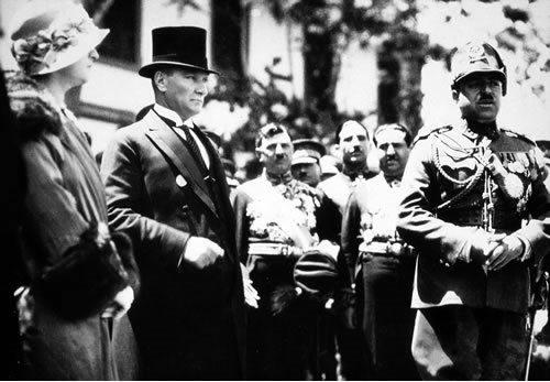 2012-11-29_18_Atatürk_ve_Amanullah_Han