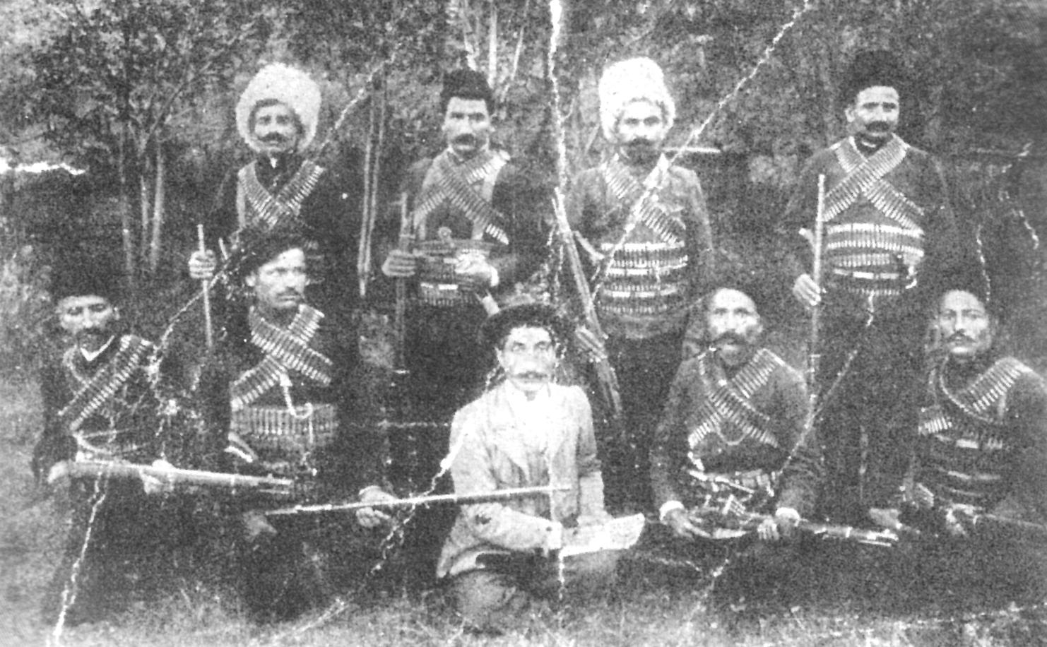2012-12-26_Fransız kumandanın dosyasında bulunan Ermeni silahlılar resmi